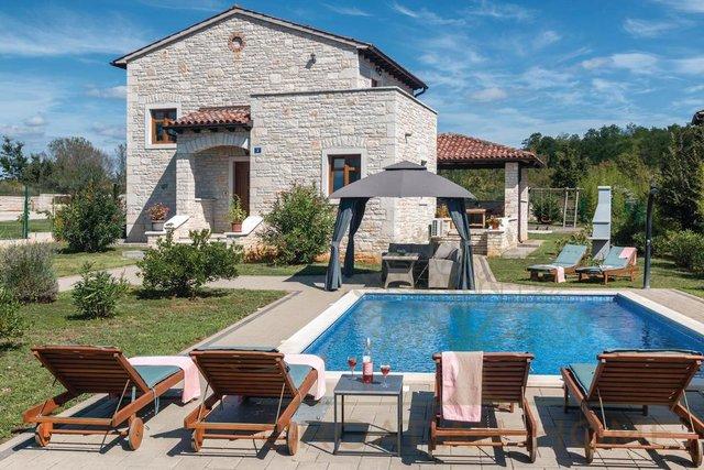 Schönes Steinhaus mit Pool in ruhiger Gegend zwischen Porec und Rovinj