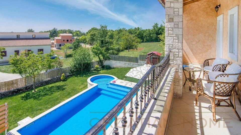 House, 405 m2, For Sale, Svetvinčenat