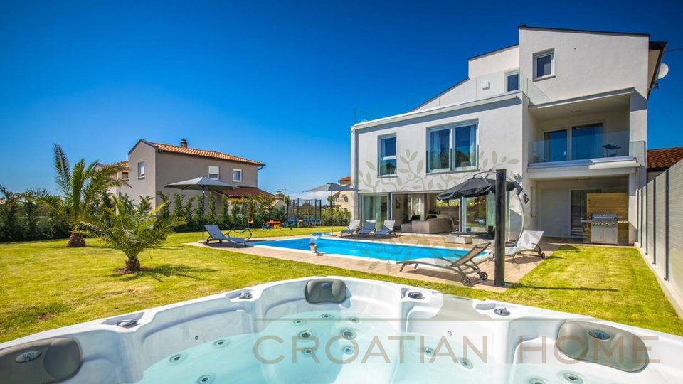 House, 261 m2, For Sale, Poreč