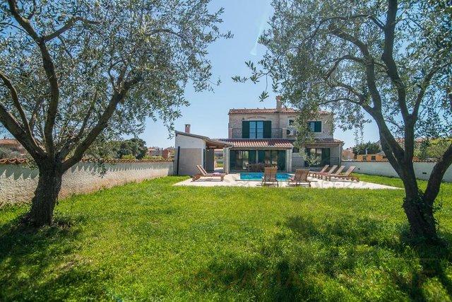 Wunderschönes Steinhaus mit Pool nur 300 m vom Meer