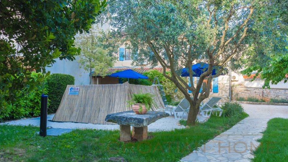 Steinhaus mit Pool, Sommerküche und Obstgarten