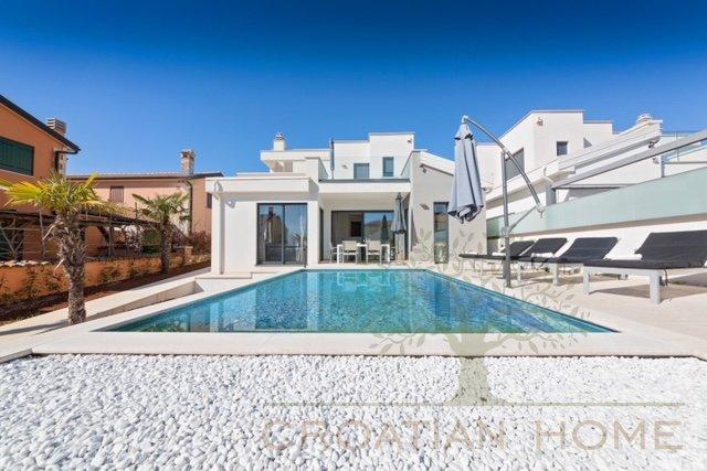 Moderne Villa mit Pool komplett ausgestattet