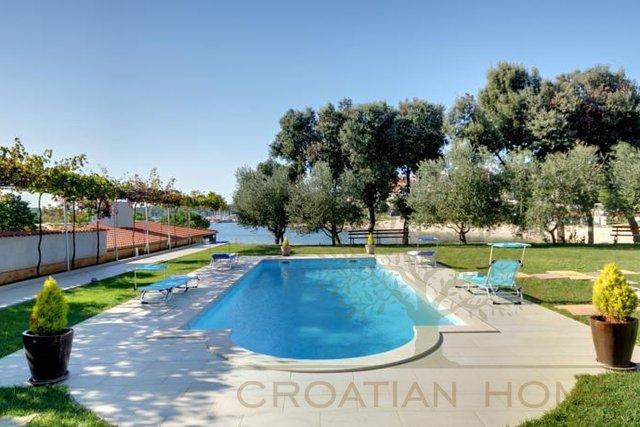 Villa direkt am Meer mit Pool 40 m2
